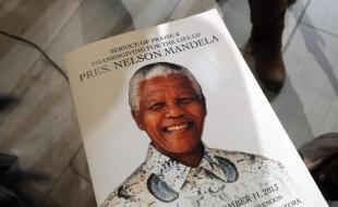 Le programme du service commémoratif en hommage à Nelson Mandela tenu à New York, É.-U., le 11 décembre 2013. Photo de MediaPunch/REX.