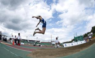 Geneviève Gagné du Québec prend son envol lors de l'épreuve du saut en longueur pour se mériter la deuxième place dans le cadre de l'heptathlon féminin aux Jeux du Canada, le vendredi 16 août 2013 à Sherbrooke, Québec. (La Presse canadienne /Paul Chiasson)