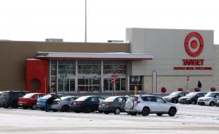 Le stationnement du magasin Target de Lévis, au Québec, est à moitié vide le 20 janvier 2015.