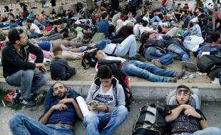 Des réfugiés syriens dorment dans la gare routière d'Istanbul, en Turquie, le 15 septembre en attendant de poursuivre leur périple vers l'Allemagne.